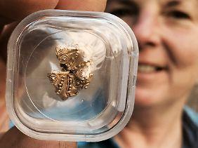 Dieses Stück bezeichnen die Archäologen als Perle. Scheint ein wenig ramponiert zu sein.