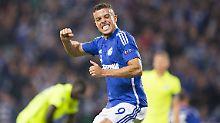 Augsburg knockt sich selbst aus: Schalke feiert Rekordsieg gegen Tripolis