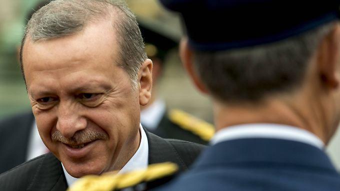 Erdoğan setzt kurdische Kämpfer und Verbände mit der Terrormiliz Islamischer Staat gleich.