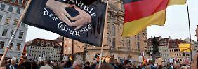 Nur verbale Ausfälle: Pegida mobilisiert wieder Tausende