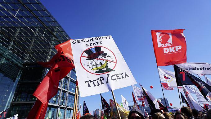 Regierung beschwichtigt Kritiker: Tausende demonstrieren gegen TTIP und Ceta