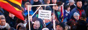9000 Demonstranten in Dresden: Pegida-Anhänger stellen Galgen für Merkel und Gabriel auf