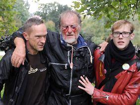 Ein verletzter Demonstrant am Donnerstagmittag. Was dem Mann genau zugestoßen ist, blieb unklar.
