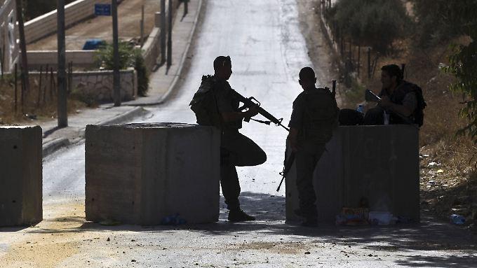 Nach Angaben der israelischen Armee werden am Sonntag 300 Soldaten die in Jerusalem stationierte Polizei verstärken.
