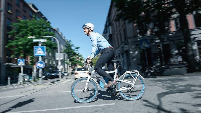Wie die Elektrobikes trägt auch das Wasserstoff-Rad seinen Pedalritter etwa 100 Kilometer.