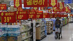 Nach dem Willen ihrer Führung sollen die Chinesen mehr konsumieren. Das rasante, exportgetriebene Wachstum der vergangenen Jahrzehnte lässt sich damit allerdings nicht aufrechterhalten.