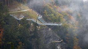 """Hier stürzte Ena Kadic in die Tiefe: die Aussichtsplattform """"Drachenfelsen"""" am Bergisel in Innsbruck."""