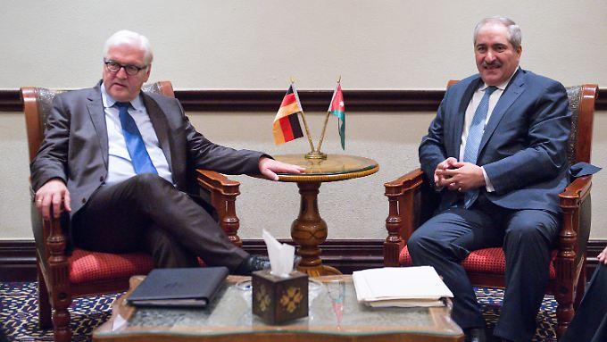 In Amman traf sich Steinmeier mit dem jordanischen Außenminister Nasser Judeh. Dieser fragte, warum Europa nicht mehr Flüchtlinge aufnehme.