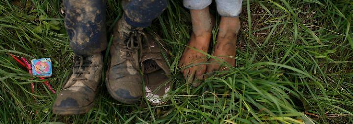 n-tv vor Ort auf Balkanroute: Tausende Flüchtlinge sitzen an Grenzen in Kälte und Regen fest