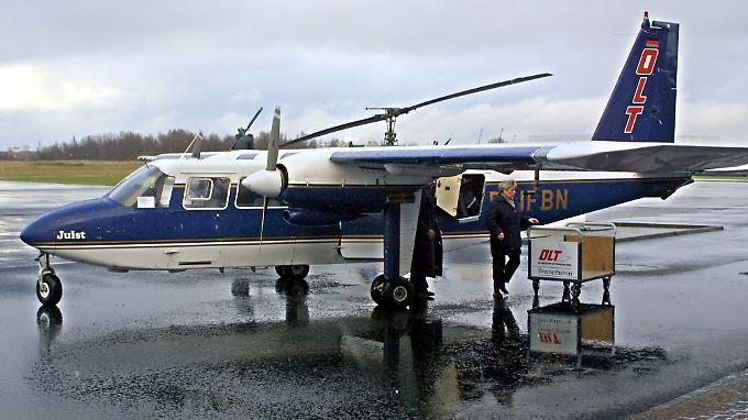 Passagierflugzeug der Ostfriesischen Lufttransport GmbH (OLT) auf dem Flugplatz Bremerhaven-Luneort.