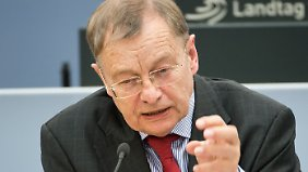 Hajo Funke lehrte bis 2010 Politikwissenschaft an der Freien Universität Berlin.