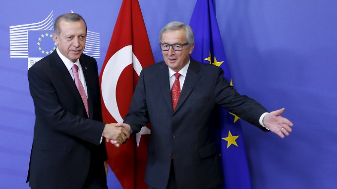 Recep Tayyip Erdoğan (l.) wird in Brüssel hofiert.