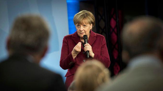 Angela Merkel im Gespräch in Nürnberg.
