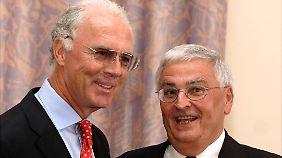 """Geld für """"Finanzierungszuschuss"""": Franz Beckenbauer bestreitet schwarze Kasse"""