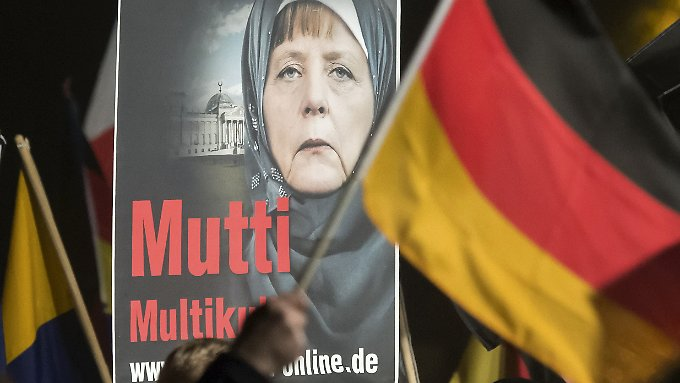 """Bei einer Demo der AfD gegen """"unkontrollierte Einwanderung und Asylmissbrauch"""" Ende Oktober 2015 in Erfurt."""