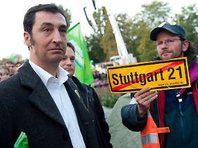 Grünen-Chef Özdemir mischte sich am Abend unter die Demonstranten.