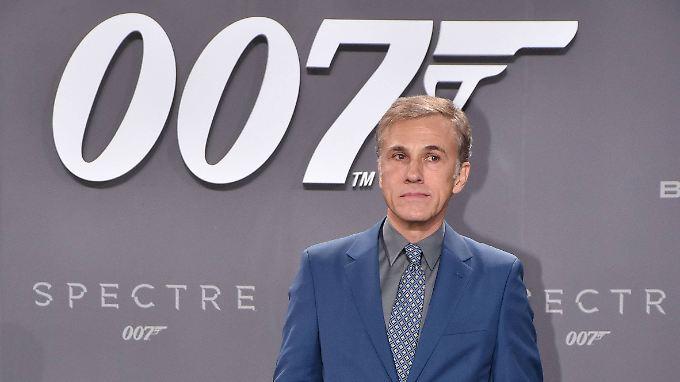 Ob er auch mal gerne Bond, James Bond, wäre?