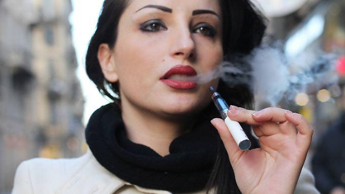 Immer weniger Raucher, aber mehr Dampfer.