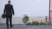 Der rumänische Präsident, Klaus Iohannis, besucht den Ort der Tragödie: Das Land rief eine dreitägige Staatstrauer aus.