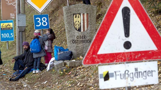Eine afghanische Familie macht Rast in Oberösterreich.