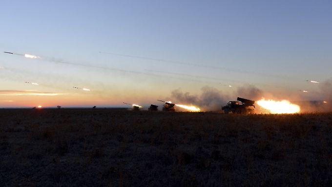 Abzug an der Front - Übung im Land: Ukrainisches Militär.