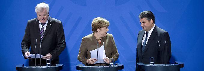 Seehofer, Merkel und Gabriel bei einer Pressekonferenz zur Flüchtlingsfrage im November.