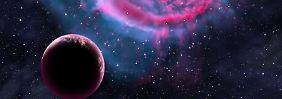 Hier in einer künstlerischen Darstellung: ein erdähnlicher Planet, der um seine Sonne kreist.