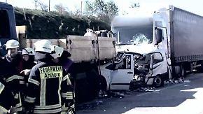 Lkw-Fahrer abgelenkt?: Serie von Stauende-Unfällen auf A1 beschäftigt Polizei