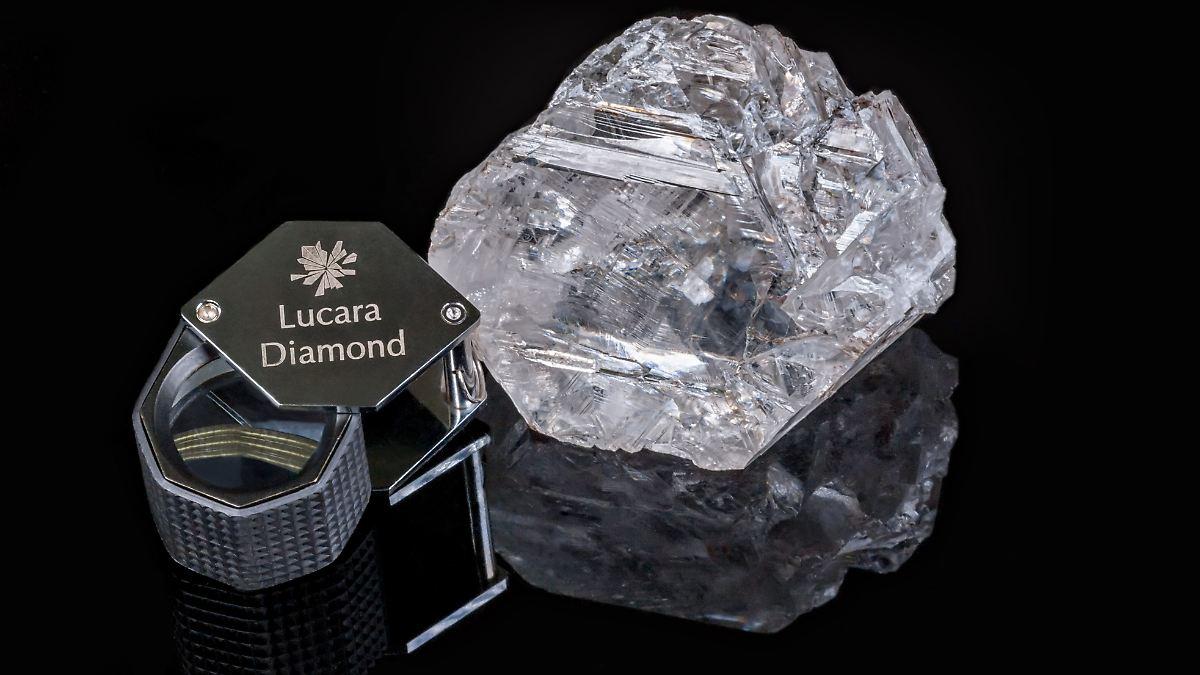1111 karat schwerer edelstein zweitgr ter diamant der. Black Bedroom Furniture Sets. Home Design Ideas