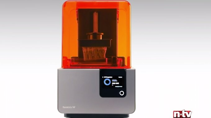 Kleiner, starker 3D-Drucker: Formlabs Form 2 druckt n-tv-Logo