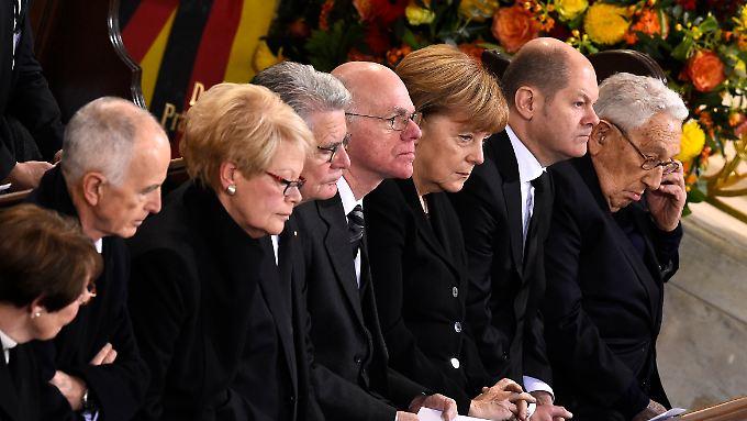 Bewegender Staatsakt in Hamburg: Deutschland und die Welt nehmen Abschied von Helmut Schmidt