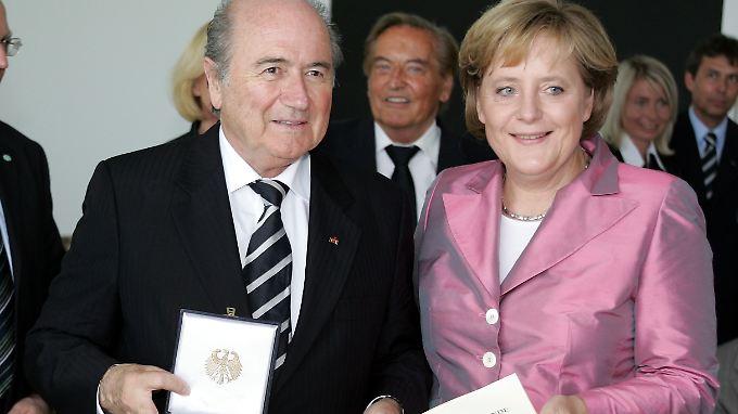 Blatter und Merkel im Jahr 2006.