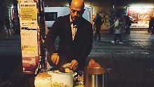 """""""Will etwas zurückgeben"""": Flüchtling kocht für Obdachlose"""