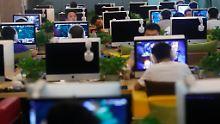 In den Cafés spielen Unzählige ihre Onlinespiele.