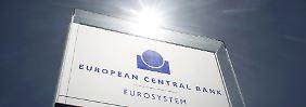 An den Finanzmärkten fragt man sich auch, was eine Lockerung der EZB-Geldpolitik und eine damit verbundene zusätzliche Euro-Schwäche bedeutet.