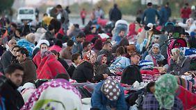 Streit um Asylverschärfung: Türkische Polizisten nehmen 1300 Flüchtlinge fest