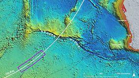 Eine Grafik zeigt das vermutete Absturzgebiet im südlichen Indischen Ozean.