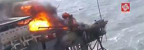 Im Fernsehen waren Helikopter-Aufnahmen der brennenden Plattform zu sehen.