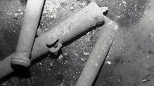 Unterwasseraufnahmen zeigen Kanonen der versunkenen Galeone.