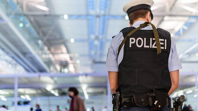 Überwachung von Gefährdern: SPD-Innenexperte fordert schärfere Anti-Terror-Gesetze