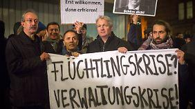 Schon Ende November hatten Ehrenamtliche und Flüchtlinge vor dem Lageso protestiert.