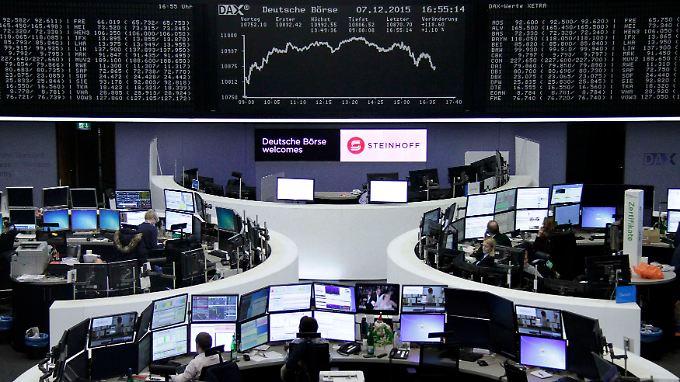 Hoffen auf Zinserhöhung der Fed: Dax knickt zum Jahresende ein