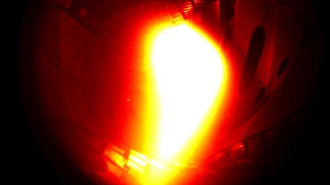 Das Plasma aus Helium leuchtete eine Zehntel Sekunde. Dann war schon wieder alles vorbei.