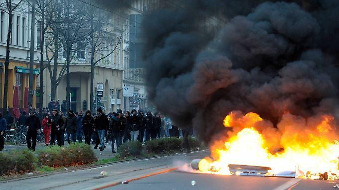 """""""Offener Straßenterror"""": Neonazi-Demo in Leipzig endet mit schweren Krawallen"""