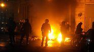Erst am Abend beruhigte sich die Lage, abgesehen von Spontandemonstrationen und kleineren Übergriffen.