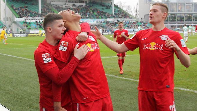 Leipziger Jubel: Marcel Sabitzer, Torschütze Yussuf Poulsen und Marcel Halstenberg nach dem ersten Tor.