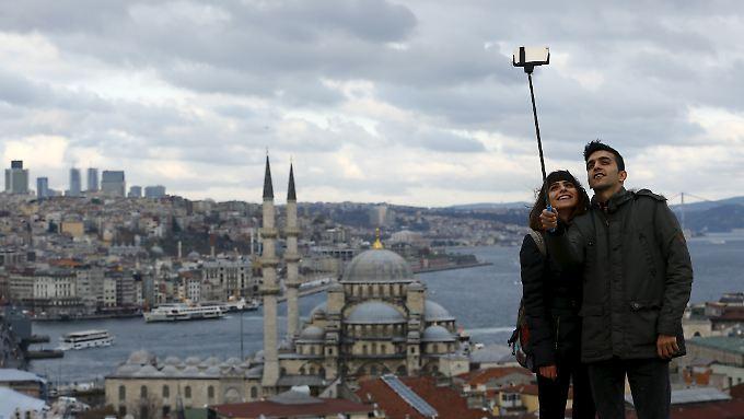 Selfie am Bosporus: Der Blick der Türkei geht nach Westen.