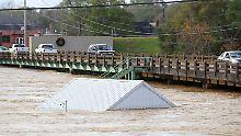 In Alabama starben mindestens zwei Menschen in den Fluten.