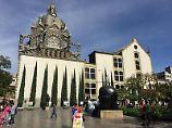 Der zerstörte Bronzevogel auf dem San-Antonio-Platz in Medellín erinnert als Mahnmal an die finstere Zeit der Drogenkriege in der kolumbianischen Stadt.