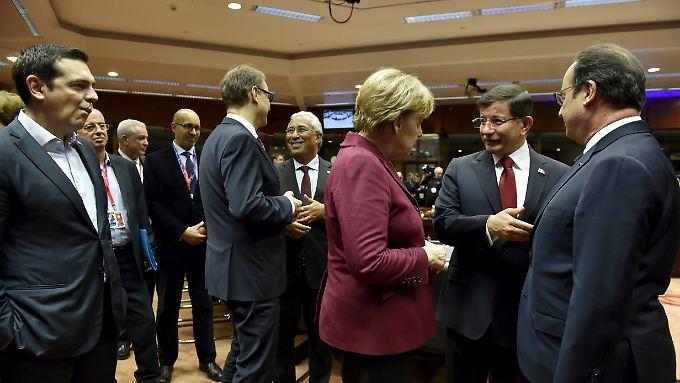 Bei EU-Gipfeln steht Alexis Tsipras (l.) nicht mehr im Mittelpunkt - möglicherweise eine ungewohnte Rolle für ihn.